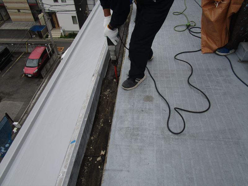 側溝部 既存防水層撤去 作業中