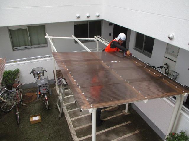 追加工事 駐輪場屋根葺き替え