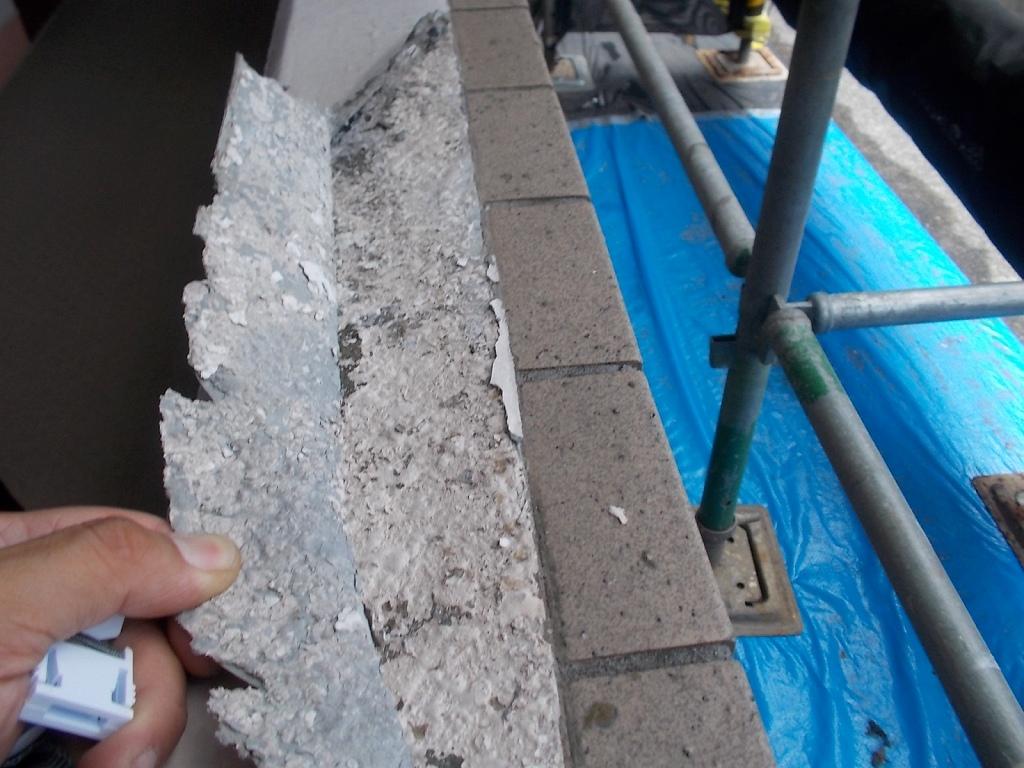 施工前状況 手摺壁天端 旧塗膜剥がれ